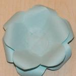 И теперь последовательно вклеиваем заготовки розы в порядке уменьшения лепестков.