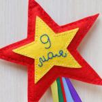И к этому великому празднику я предлагаю вам сделать яркие звезды-магниты из фетра своими руками