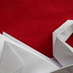 Лебедь из бумаги поделка пример