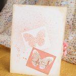 Видела, что девочки оформляют открытку со всех сторон и я тоже решила оформить её сзади вот таким листиком от вырубки бабочки и его же и попрыскала спреем как маску)