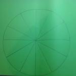 Чертим с помощью циркуля круги разного диаметра. Делим с помощью карандаша и линейки каждый круг на 8-12 сегментов (большие круги 12 сегментов, маленькие - 8).