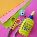 Приготовьте цветную бумагу, картон, линейку, карандаш, клей, ножницы.