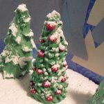 Елка из пластилина под снегом