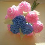 Простой букетик роз из бумаги