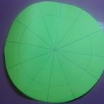 Вырезаем круги, делаем надрезы сегментов до контура внутреннего круга.