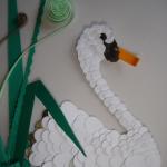Красивое исполнение лебеди из бумаги
