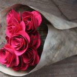 Спиральные розы в букете