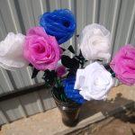 Розы из цветных салфеток