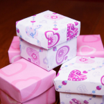 Коробочки и розовой бумаги