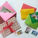 Несколько конвертов на фото