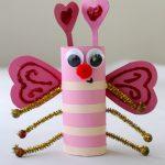 Милая бабочка из втулки туалетной бумаги