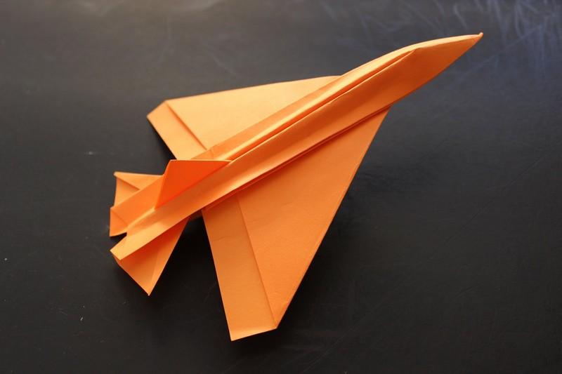 бумажный самолетик оригами