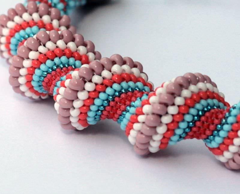 красивый плетеный браслет