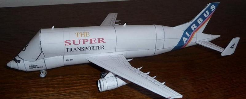 макет белого самолета