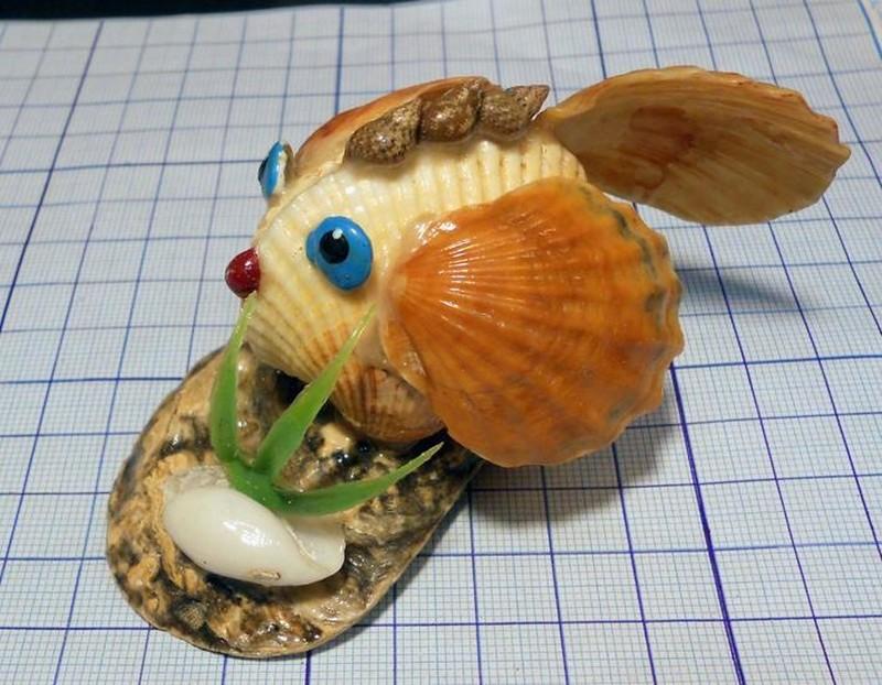 рыбка из ракушек