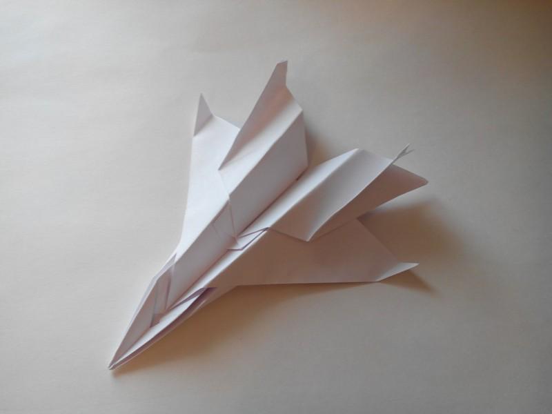 военный самолет из бумаги
