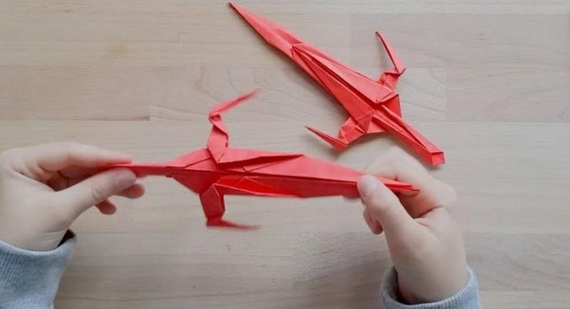 красный меч из бумаги