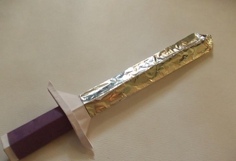 меч из бумаги и фольги