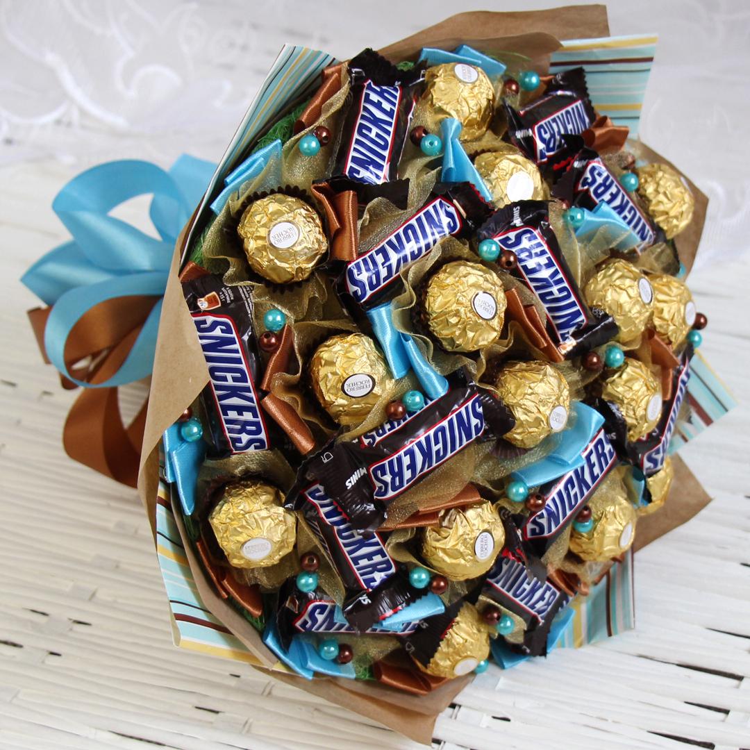 Мужской букет из конфет