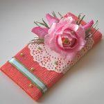 Украшение шоколадки цветком из гофробумаги с конфеткой