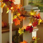 Украшение дома из осенних листьев