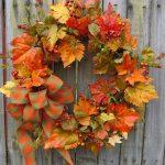 Осенний венок из осенних листьев
