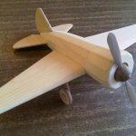 Деревянная игрушка - самолёт