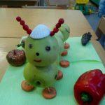 Гусеницы из яблок