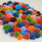 Разноцветные помпоны для коврика