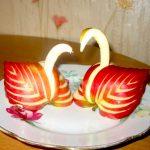 Лебеди из яблок