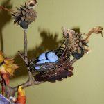 Поделка из жёлудей с гнездышком и яйцами
