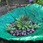 Лист из гипса - клумба для цветов