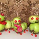 Яблоки и рябина - гусеницы