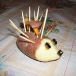 Ёжик из картошки и грибов