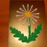 Детская открытка из ватных палочек