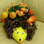 Яблоки и шишки для ёжика