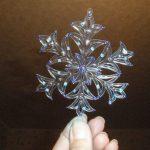 Снежинка из пластика