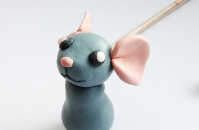 мышка 2020 из пластилина