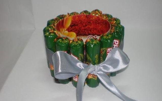 поделки своими руками из конфет пошагово