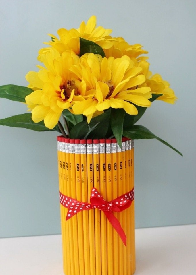 вазочка из простых карандашей