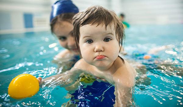 как учить ребенка плавать