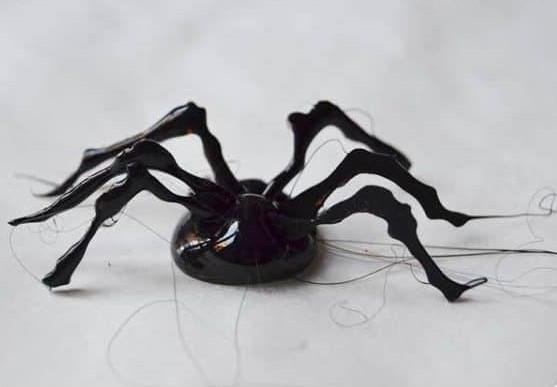 паук из горячего клея