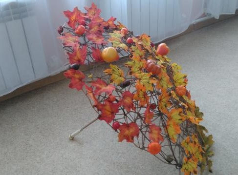 поделка зонтик с листьями
