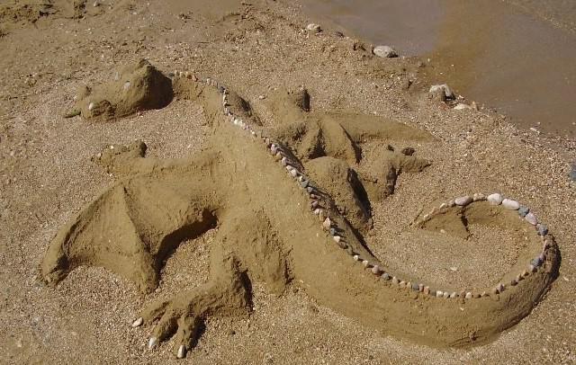 поделки из песка возле речки