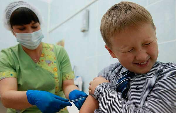 Прививка от ковид детям в школе