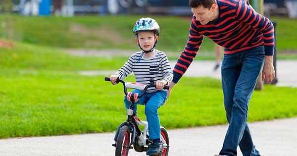 с какого возраста можно научить кататься на велосипеде