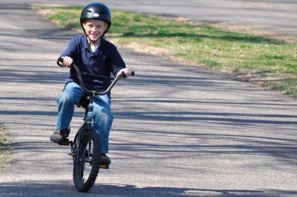 как научить ребенка равновесию на велосипеде
