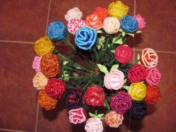букет из разноцветных бутонов