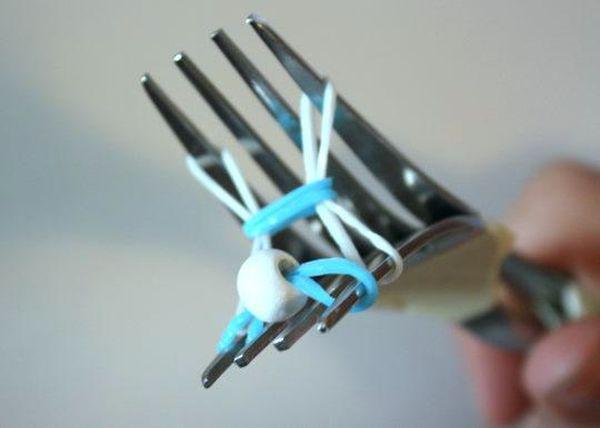 как сделать браслет из резинок с бусинами