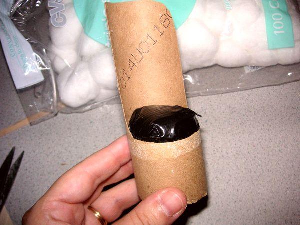 Внутренность остатка трубочки заполняется бумагой